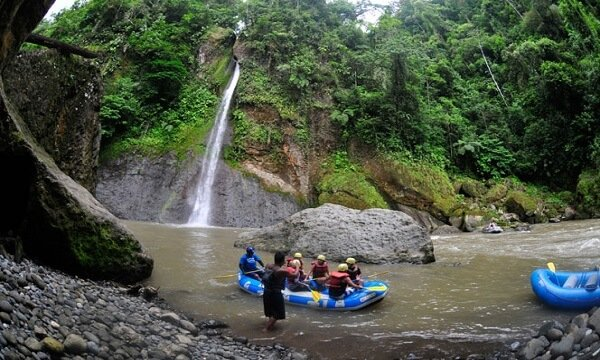 rafting tour at rio-pacuare-costa-rica