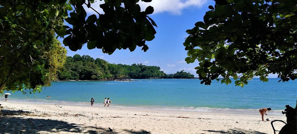 manuel-antonio-beach-trip
