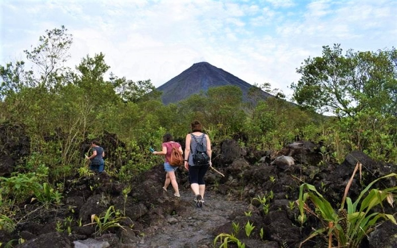 hiking-arenal-national-park